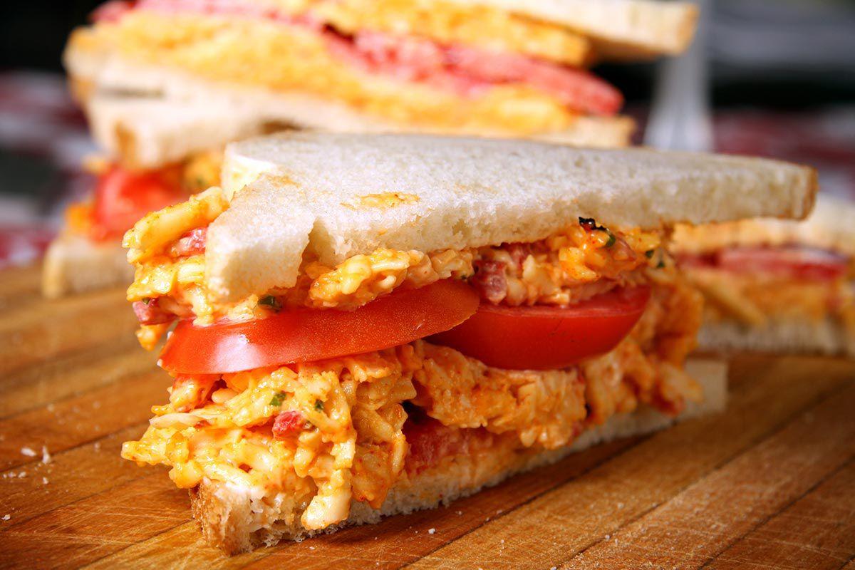 Tomato-pimento-cheese-sandwich