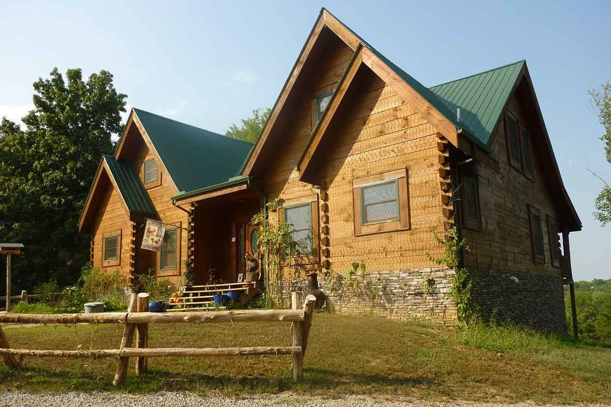 Hidden Cave Ranch Bed & Breakfast, Sip 'n' stay Bourbon Country