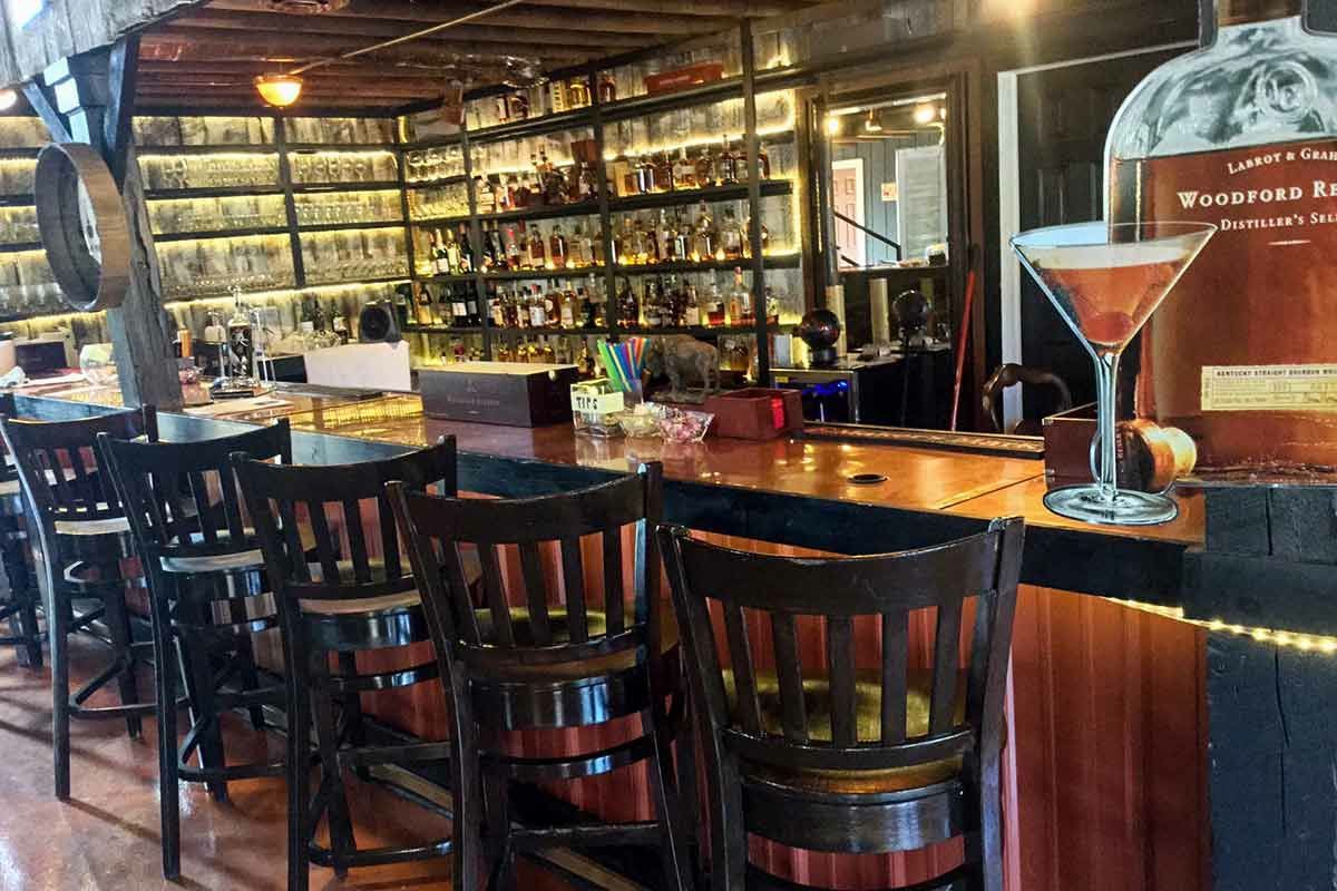 Bunghole Bourbon Bar, Bourbon Manor, Sip 'n' stay Bourbon Country