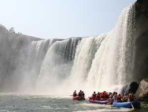 Cumberland Falls. Photo: Kentucky Department of Parks
